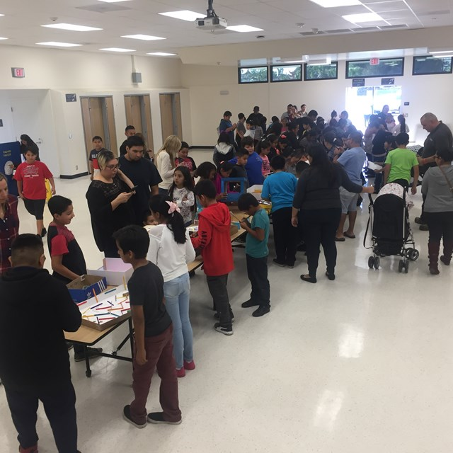 Teachers, parents and students collaborate for the completion of scientific projects. The projects were a success!